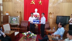 Thu Cuc Hospital donates 50 million VND to build roads in Tay Giang district