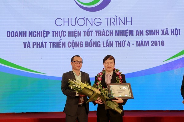 """Thu Cuc Hospital was awarded the title """"The enterprise implementing good social welfare responsibility"""""""