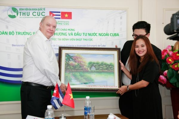 Cuban Minister of Foreign Trade and Investment paid a working visit to Thu Cuc Hospital